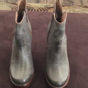 Short boot high heel